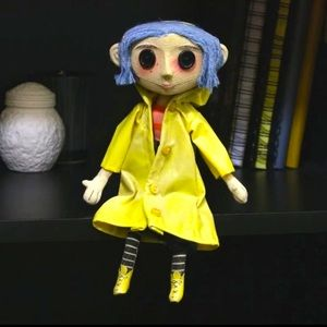 CORALINE Jones Doll Yellow Raincoat Neca FIGURE